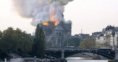 France: Notre-Dame de Paris en proie aux flammes