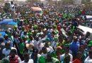 Images/Des milliers de Gambiens marchent pour exiger le retour de Jammeh